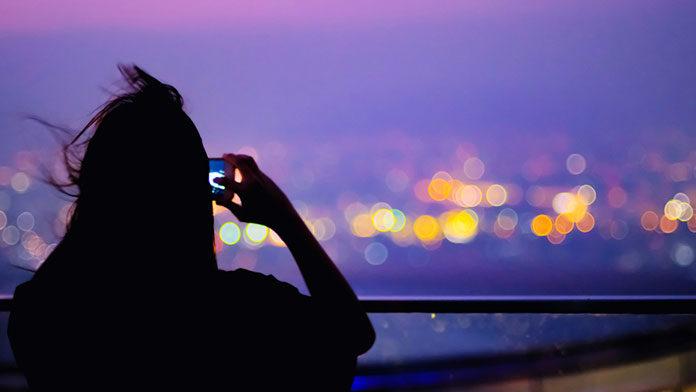 Aparat w smartfonie – jak zrobić najlepsze zdjęcie nocą?